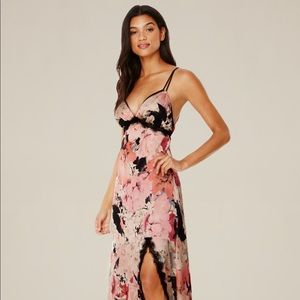 Bebe Lace lined floral maxi